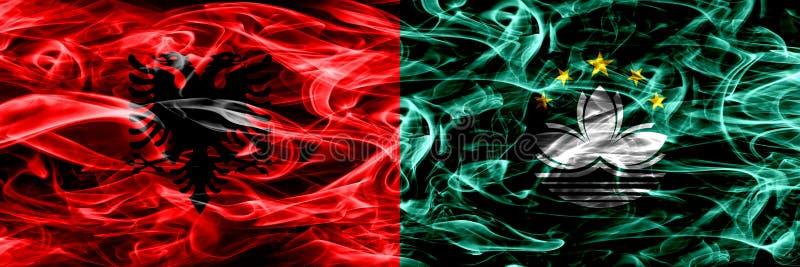 Albanien vs Macao, Kina rökflaggor förlade sidan - vid - sidan Tjocka kulöra silkeslena rökflaggor av albanen och Macao, Kina royaltyfri illustrationer