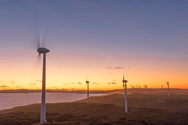 Albanien-Windpark-Sonnenuntergang stockfotografie