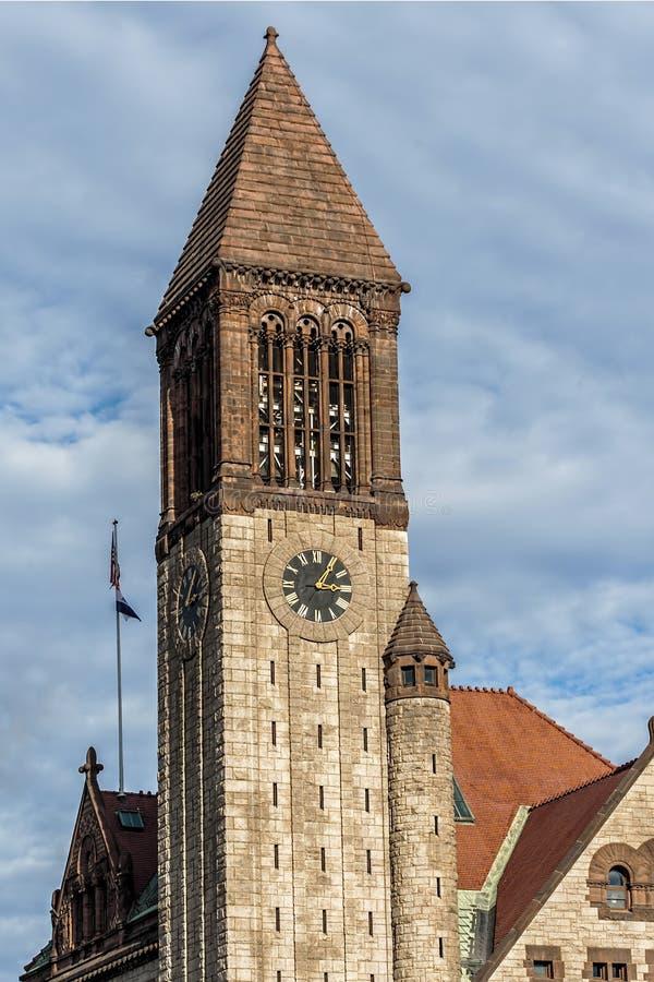 AlbanienRathaus - Glockenturm lizenzfreies stockbild