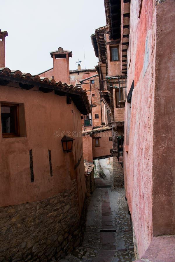 Albarracin een kleine middeleeuwse die stad in Teruel, Spanje wordt gevestigd stock foto's
