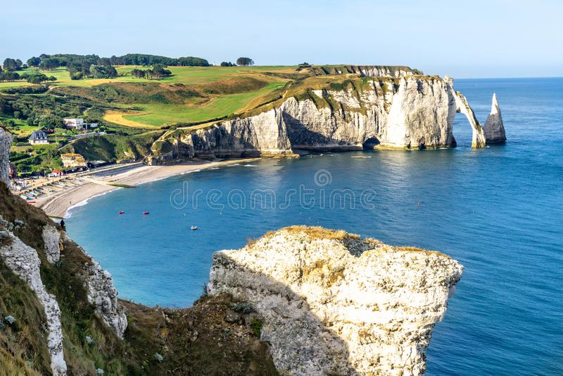 Albasten Kust in Etretat Avalklip Normandië, Frankrijk royalty-vrije stock foto's