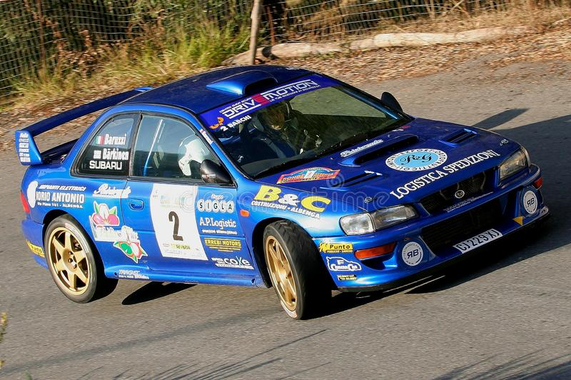 Albenga, Italia - 18 novembre 2007: la macchina da corsa di Subaru fotografie stock