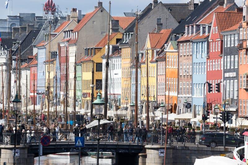 Alberi del distretto e della nave di Copenhaghen Nyhavn fotografia stock libera da diritti