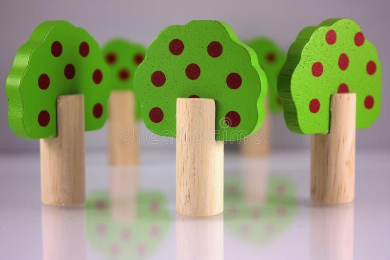 Alberi di legno del giocattolo fotografia stock