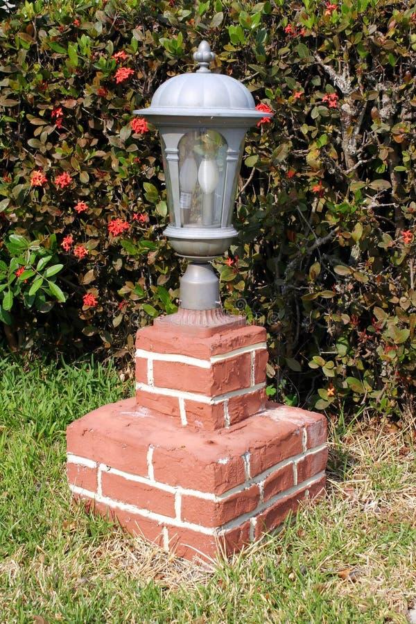 Alberino della lampada della strada privata fotografie stock libere da diritti