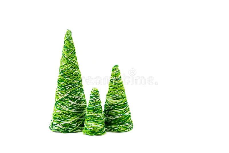 Albero decorativo creativo del nuovo anno di lavoro manuale dai fili immagine stock