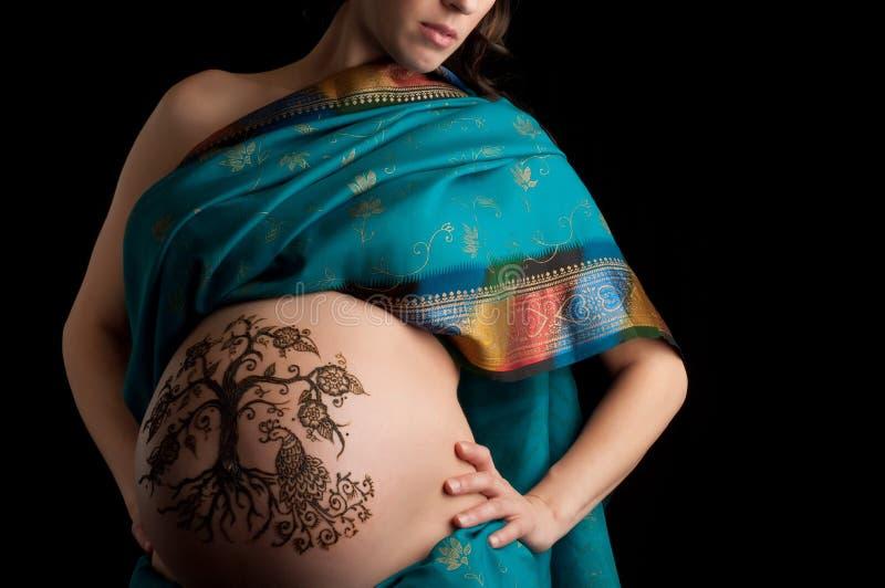 Albero del hennè della pancia incinta di vita fotografie stock