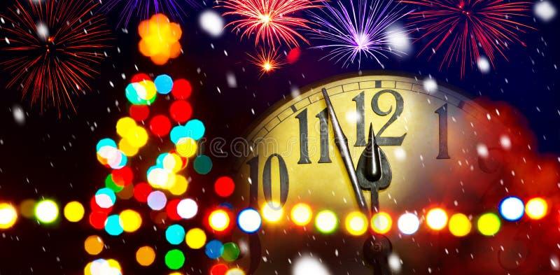 Albero di Natale con il fronte di orologio immagine stock libera da diritti