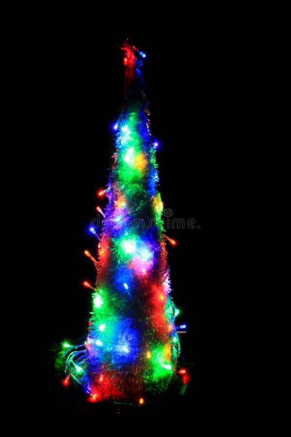 Albero di Natale dalle luci di colore fotografie stock