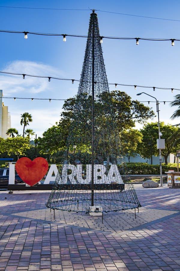 Albero di Natale dalle luci leggiadramente, amo la pubblicità di Aruba immagine stock