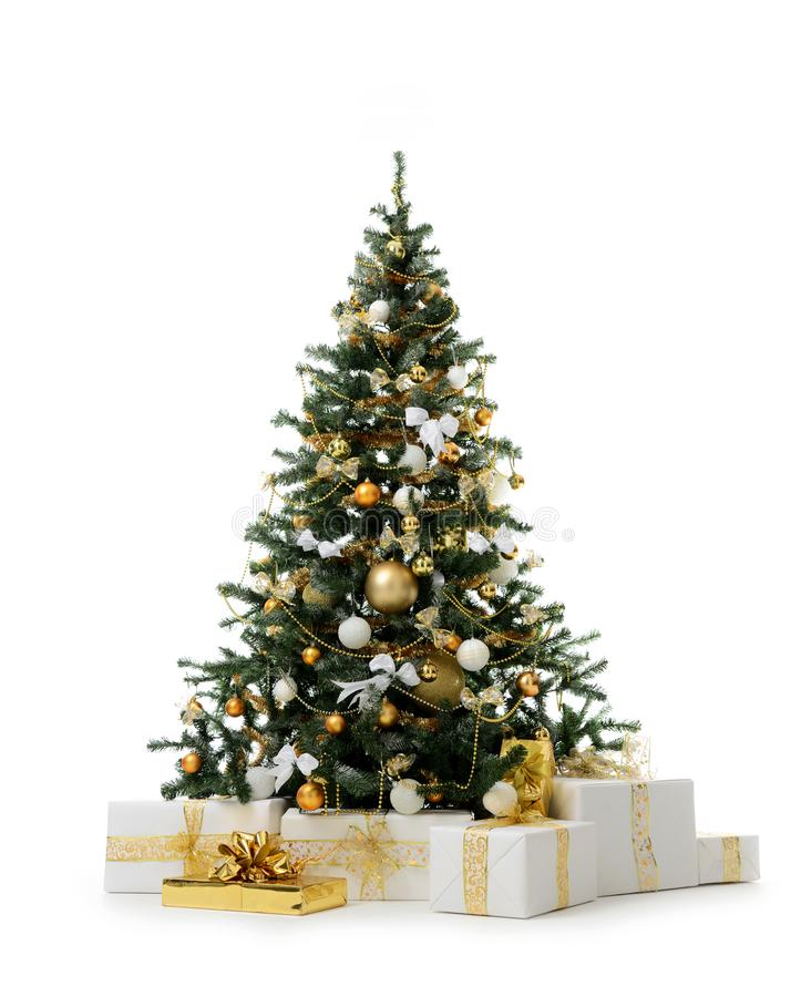 Albero di Natale decorato dell'oro con le palle dell'ornamento dorato della rappezzatura ed i presente artificiali del regalo per immagini stock