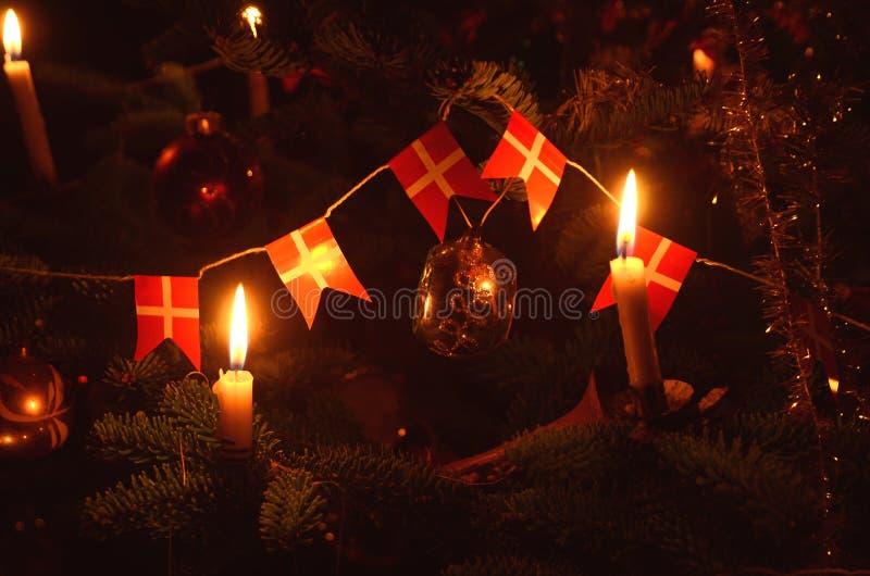 Albero di Natale decorato nel retro stile danese fotografie stock libere da diritti