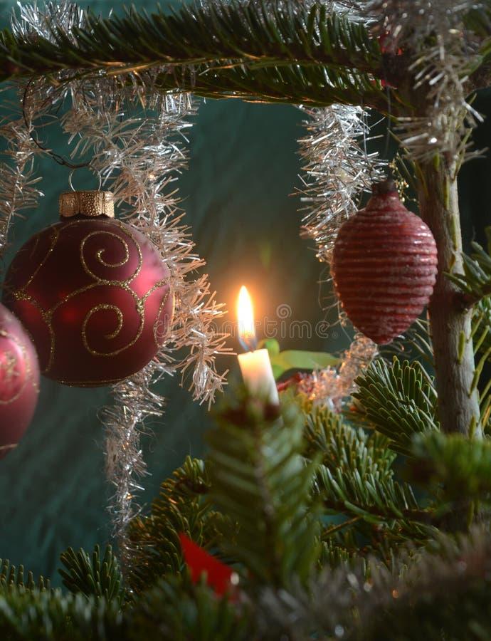 Albero di Natale decorato nel retro stile danese fotografia stock libera da diritti