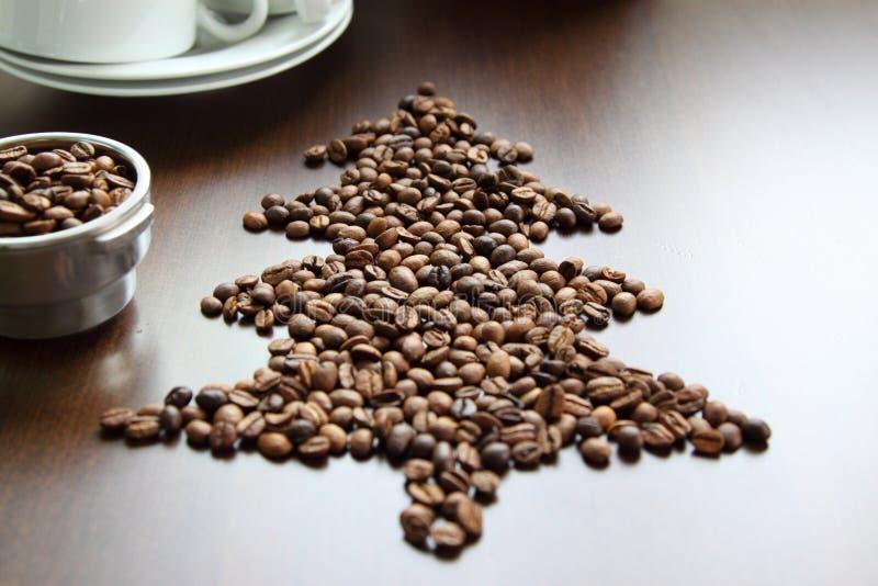 Albero di Natale fatto dei chicchi di caffè fotografia stock