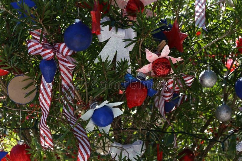 Albero di Natale patriottico in Fort Myers, Florida, S.U.A. immagini stock