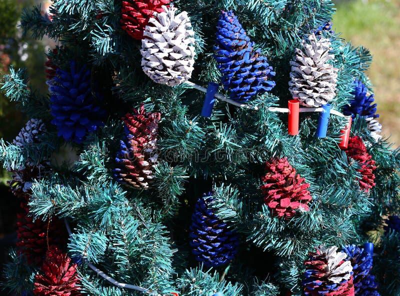 Albero di Natale patriottico in Fort Myers, Florida, S.U.A. fotografie stock