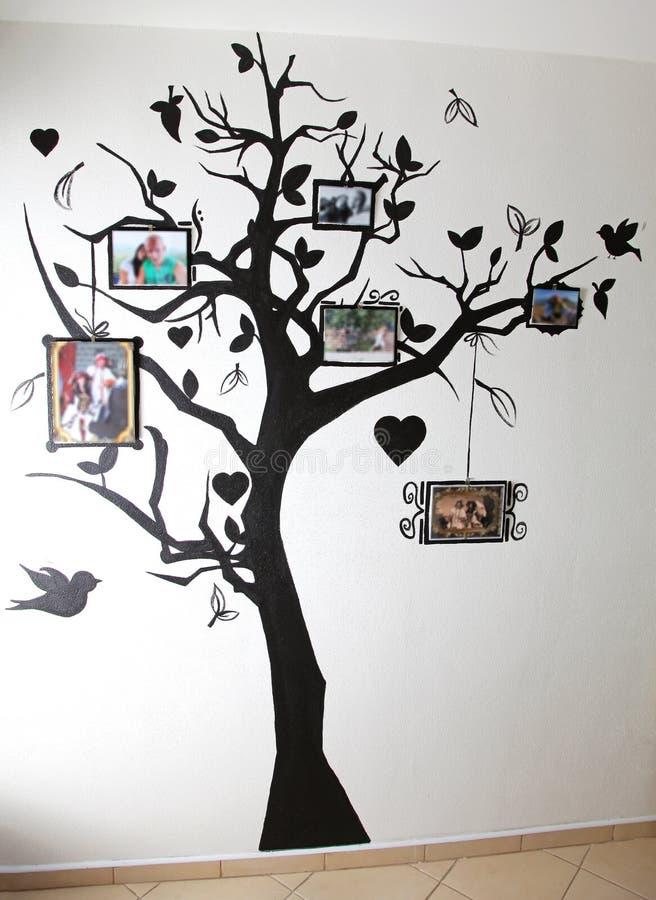 Albero dipinto sulla parete fotografia stock immagine di - Albero su parete ...