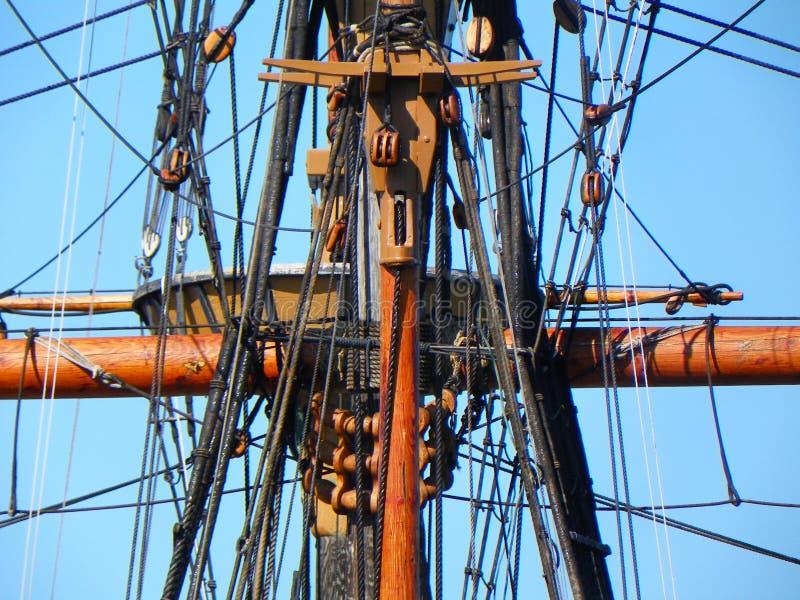 Albero e sartiame su Mayflower 2 in Plymouth Massachusetts immagine stock