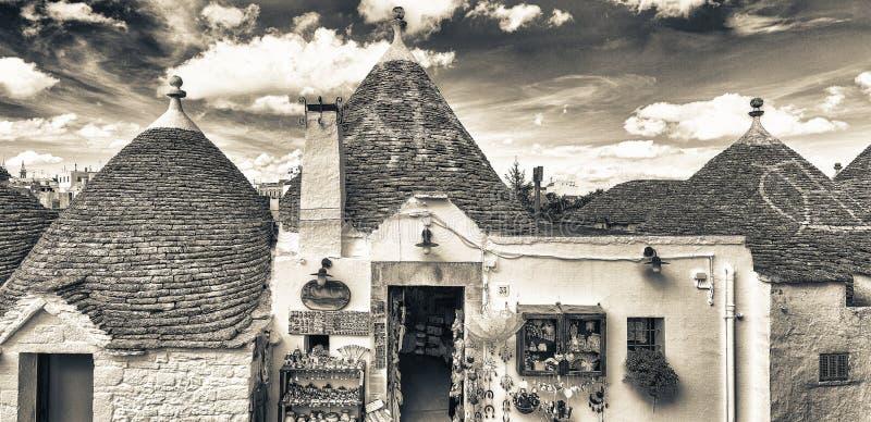 Alberobello, Apulia Известные дома Trulli стоковые фотографии rf