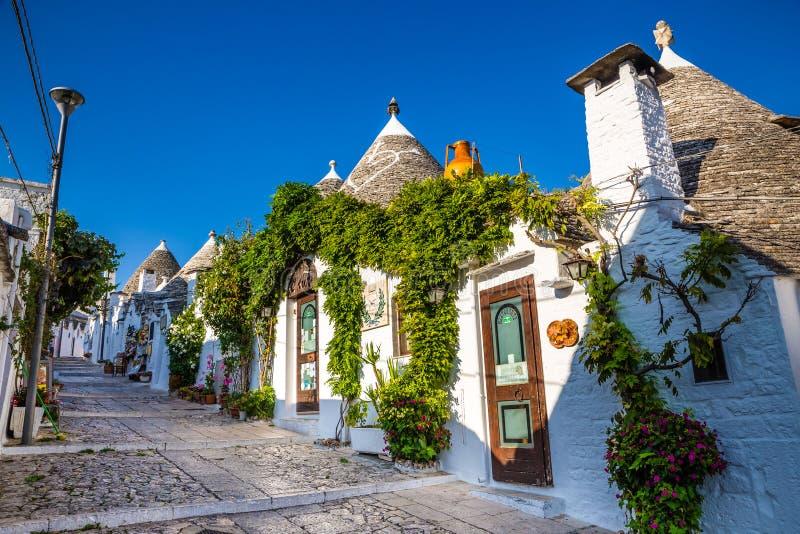 Alberobello avec des Chambres de Trulli - Pouilles, Italie image libre de droits