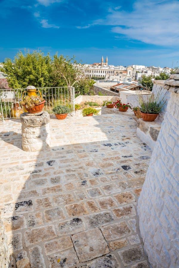 Alberobello avec des Chambres de Trulli - Pouilles, Italie images libres de droits