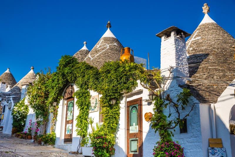 Alberobello com casas de Trulli - Apulia, Itália fotografia de stock