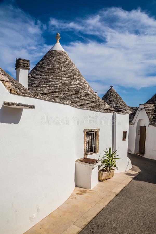 Alberobello com casas de Trulli - Apulia, Itália imagem de stock