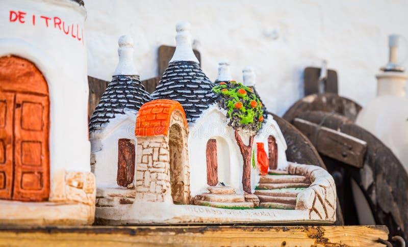 ALBEROBELLO, de herinneringen van ITALIË - Trulli Di Alberobello voor toerist royalty-vrije stock afbeelding