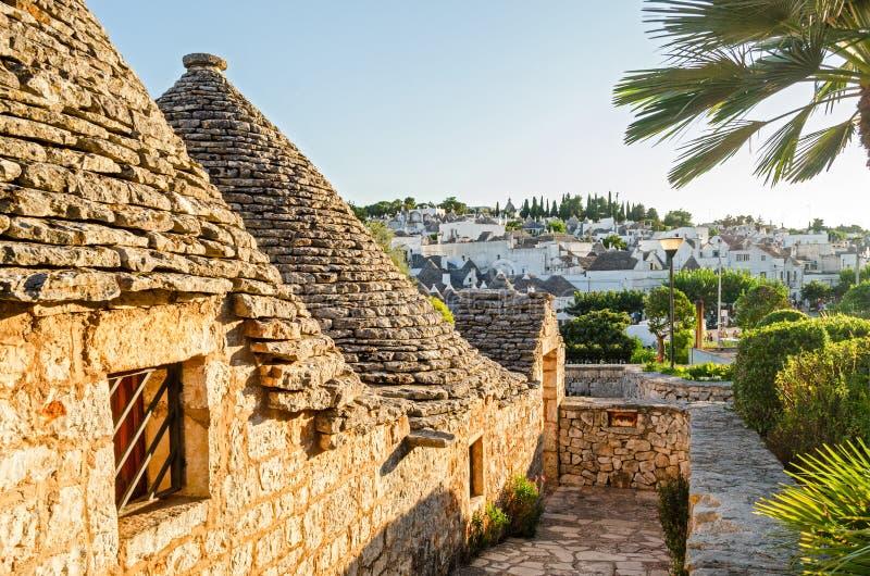Alberobello, trulli au coucher du soleil, Puglia photos libres de droits