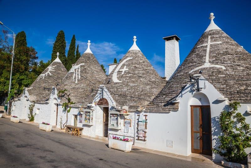 Download Alberobello Z Trulli Domami - Apulia, Włochy Obraz Stock - Obraz złożonej z budynek, bari: 106909491