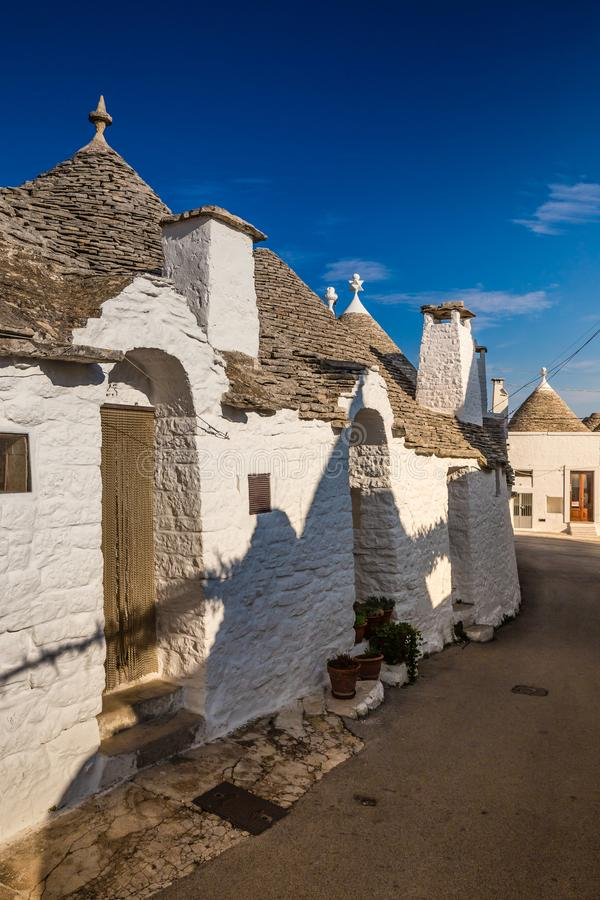 Download Alberobello Z Trulli Domami - Apulia, Włochy Zdjęcie Stock - Obraz złożonej z landmark, południowy: 106910046