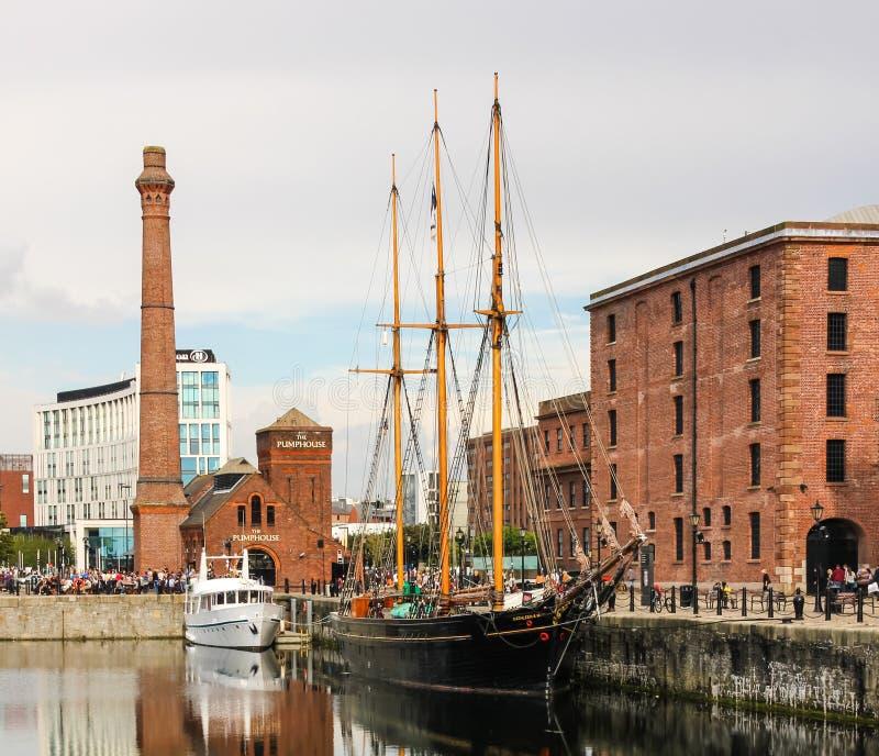 Albert Docks & Merseyside maritimt museum arkivbild