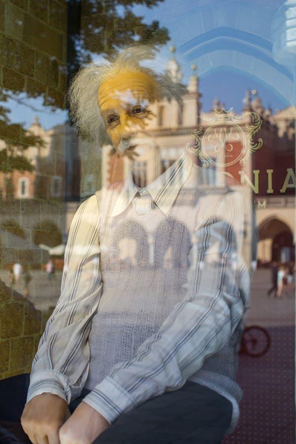 Albert Einstein odbicie w okno polony Nawoskuje muzeum przy Głównym Targowym kwadratem obraz royalty free