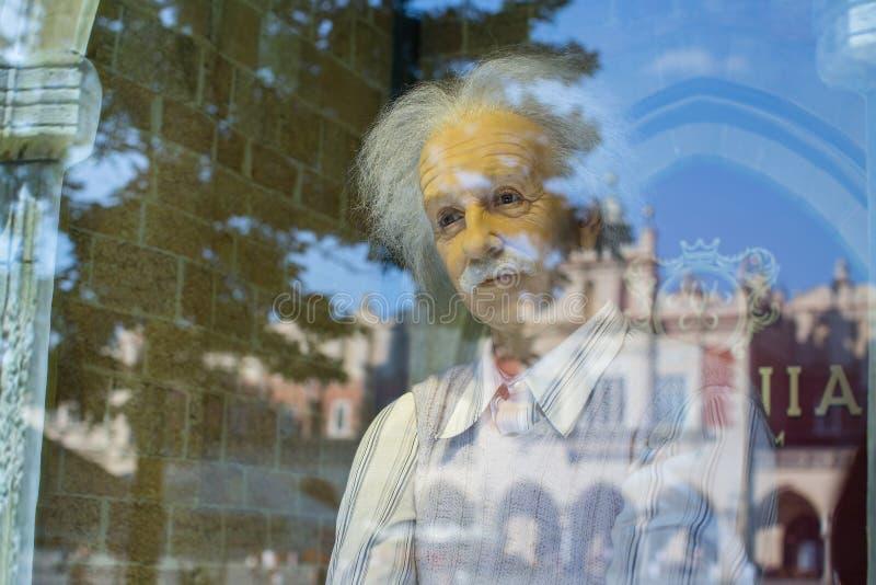 Albert Einstein odbicie w okno polony Nawoskuje muzeum przy Głównym Targowym kwadratem fotografia royalty free