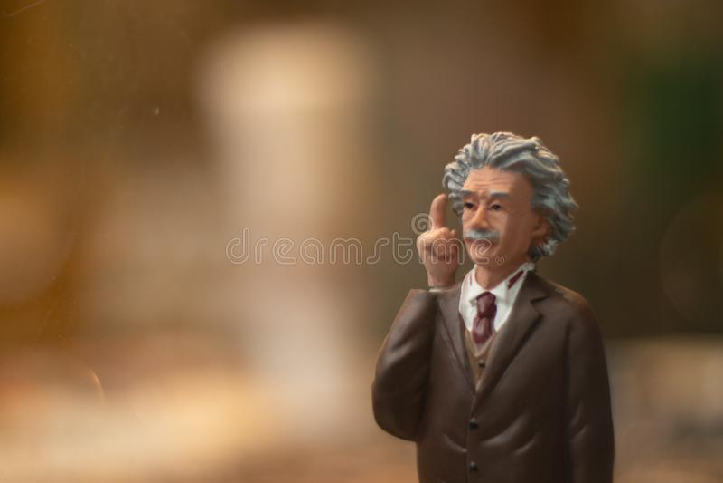Albert Einstein postać, rozmyty tło zdjęcia stock