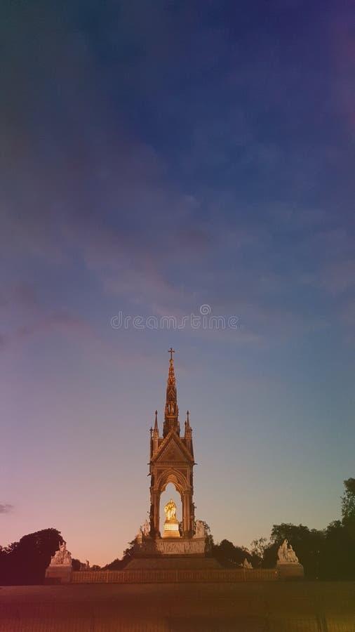 Albert Memorial em jardins de Kensington em Londres, Inglaterra imagem de stock