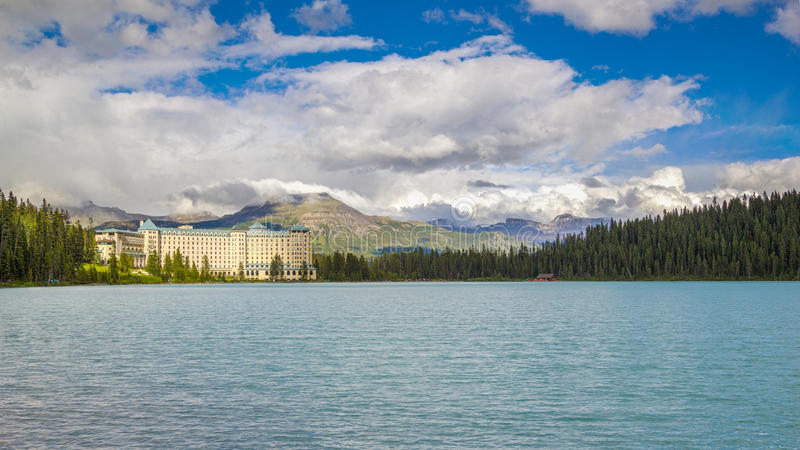 Alberta Canada Fairmont Chateau Hotel in Meer Louise royalty-vrije stock foto