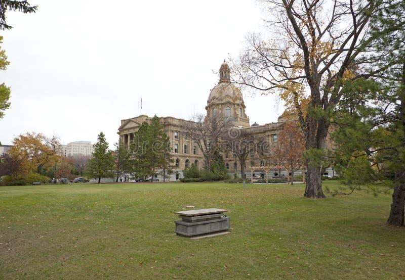 Alberta Legislature-de bouw in de herfst stock foto
