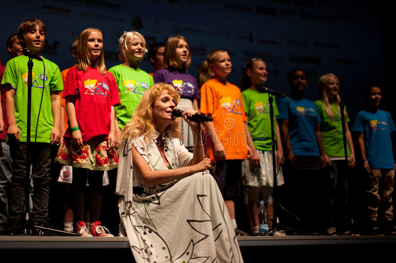 Alberte sings Buster with a childrens choir stock photos