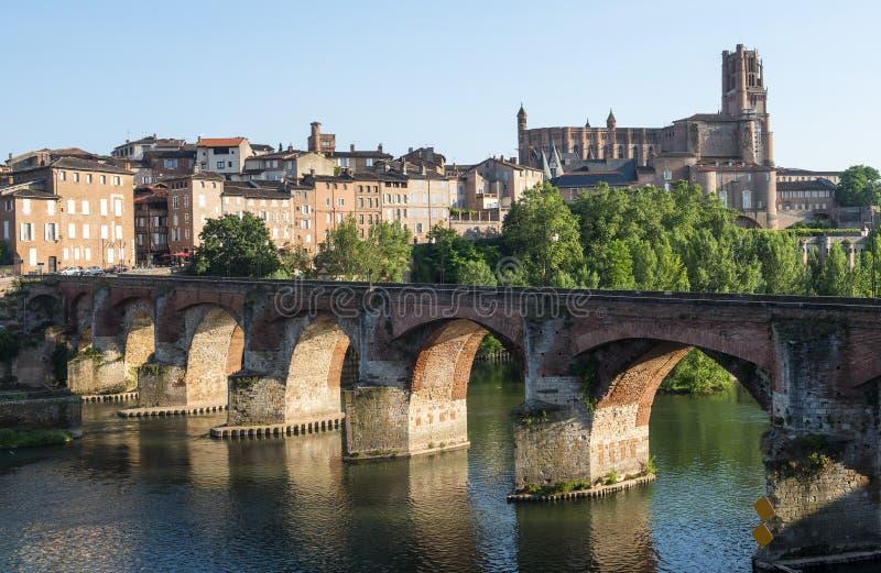 Albi, ponte sopra il fiume del Tarn immagine stock libera da diritti
