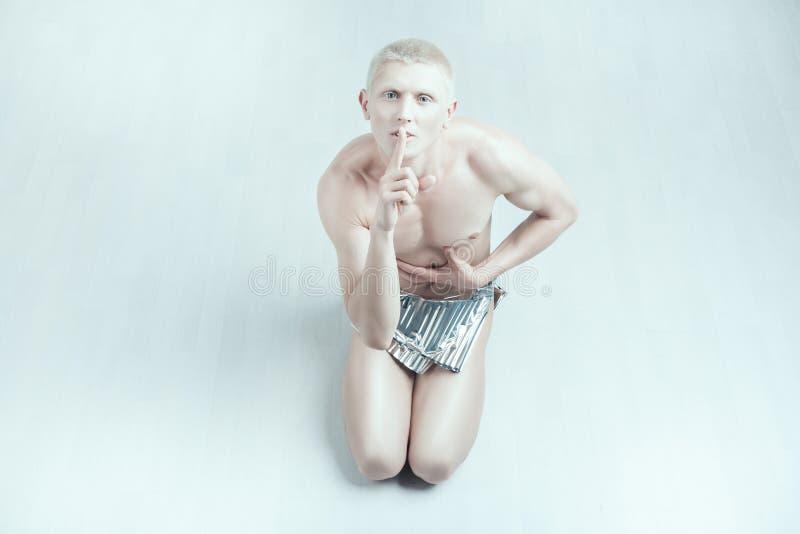 Albino del hombre que muestra silenciosamente fotografía de archivo
