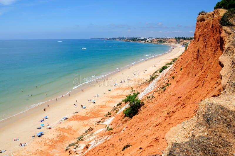 albufeira algarve海滩近falesia la 免版税库存图片