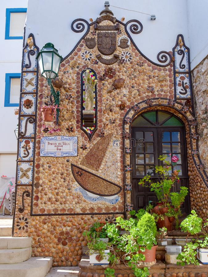 ALBUFEIRA SYDLIG ALGARVE/PORTUGAL - MARS 10: Byggnadsdekor royaltyfri foto