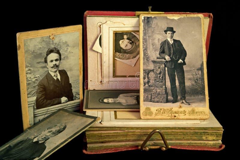Album antique de famille images stock