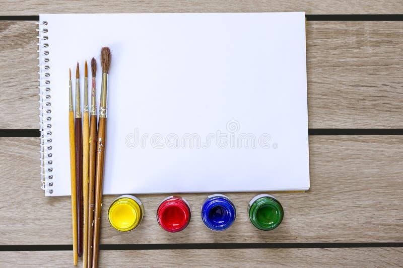 Album d'art et peinture d'aquarelle images stock
