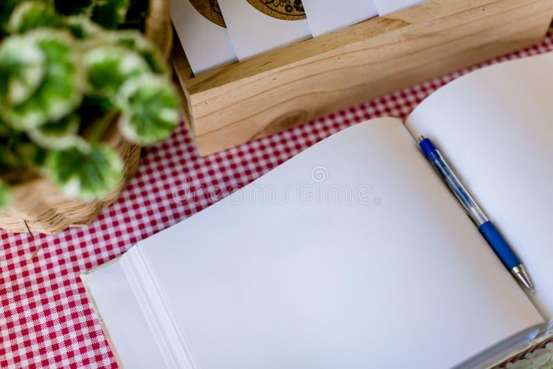 Album de mariage, page vide, liste d'invité, pour faire le concept de photographie de la vie de liststill par mémoire et le carne photo stock