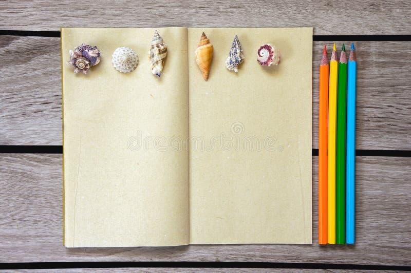 Album et couleur PEND d'art image stock