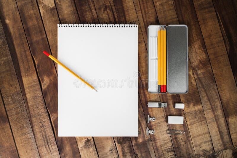 Album- und Bleistiftkasten stockbild
