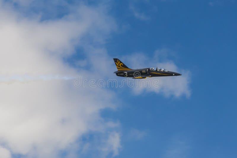 ALCA L-159 Aero no ar durante o evento desportivo da aviação dedicado ao 80th aniversário de DOSAAF fotos de stock