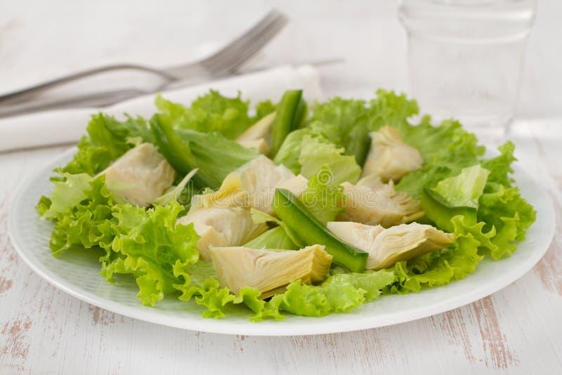 Alcachofra da salada com alface imagem de stock